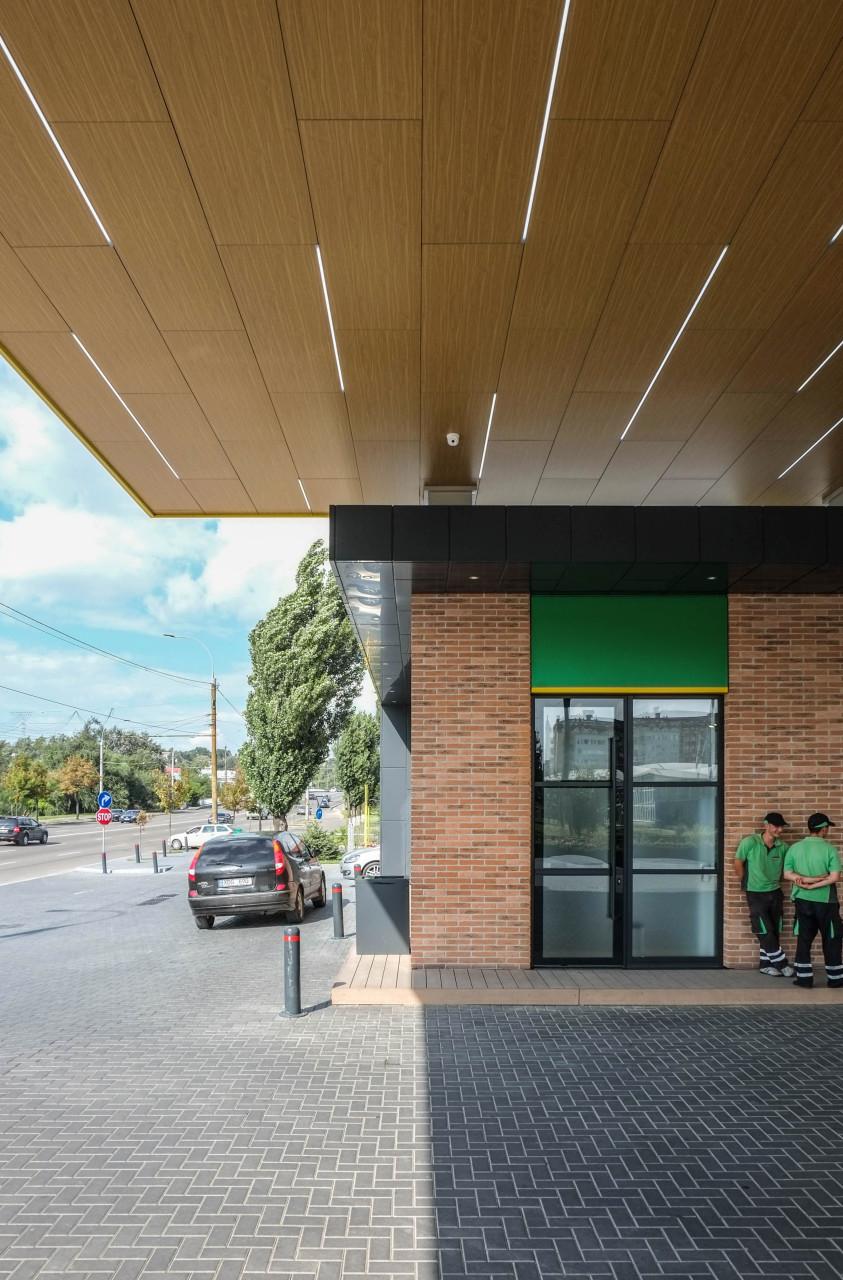 Wisp-Bemol-gas-station-Main-facade-detail